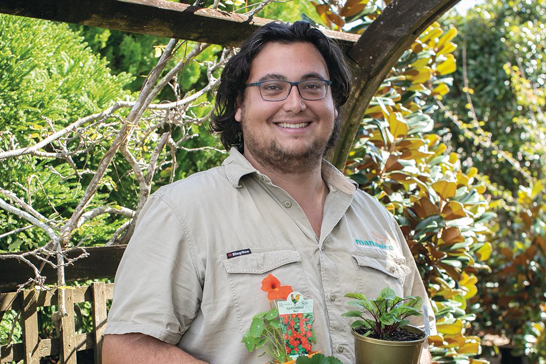 Simon manawee garden centre